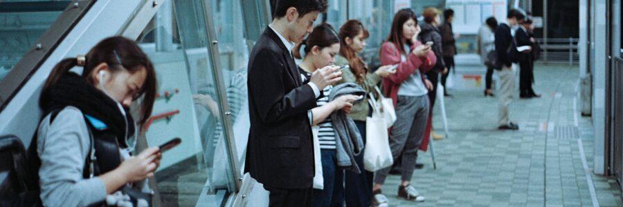 Controllare i figli online e su cellulare: come farlo e perché